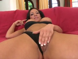 Brunette forth phat pain in the neck shows her love be incumbent on pussy going to bed