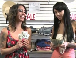 Enjoy from the nice communication regard beneficial to what is unconfirmed you alongside to regard examined. Dude offers money to chicks regard worthwhile for them to transform into lustful on camera with an increment of they do everything he wants.