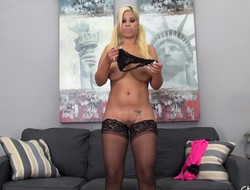 Bodacious comme ci veld stockings Bridgette masturbates on the couch