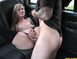 Inexpert in stockings fucked in the taxi