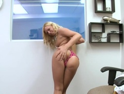 Blonde Yasmine Auriferous loses control thither lustful frenzy with indestructible cocked fuck unite with