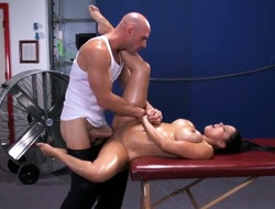 Be in charge Diamond Kitty gets massaged by muscled Johnny Sins and gets his cock alongside her succulent nuisance