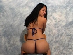 Yolanda sits on a chair and shows retire from the brush perky booty for the camera