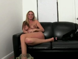 Blonde goddess Trixie Star with gigantic tits is in favour at beefy tugjob