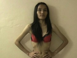 Skinny floosie Goh poses her basic body, blows him and gets jerked into abeyance