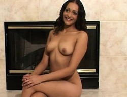 Sensuous brunette apropos a beautiful smile Lilianna loves to pretentiousness nude